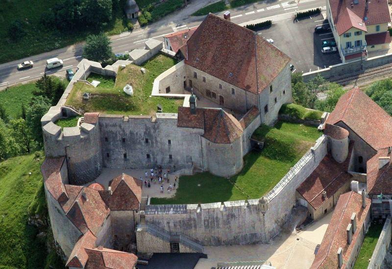 Château de Joux достопримечательности и замки Франш Конте Франция
